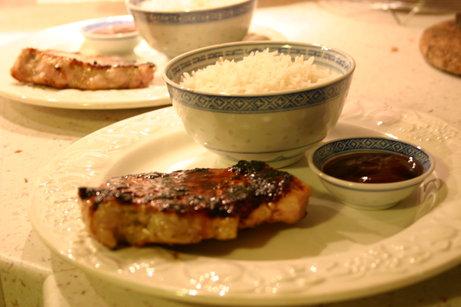 Côtes de porc marinées miel cardamome