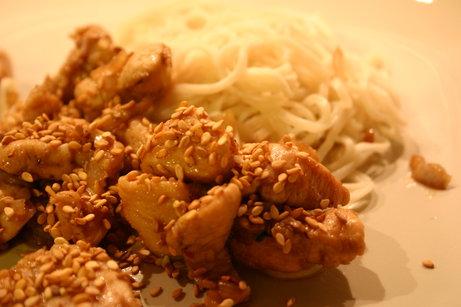 Sauté de poulet à l'ail et au sésame
